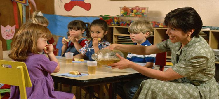 preschool kids at table with teacher